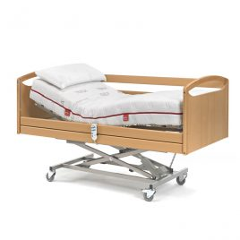 Cama Medical con carro elevador y barandillas plegables.